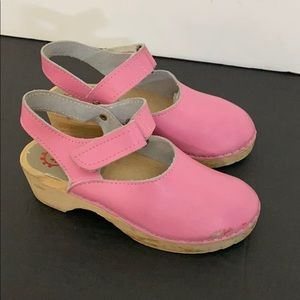 Hannah Andersson pink leather clogs girls sz 1